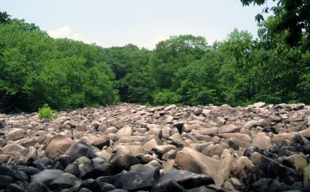 ringing rocks field